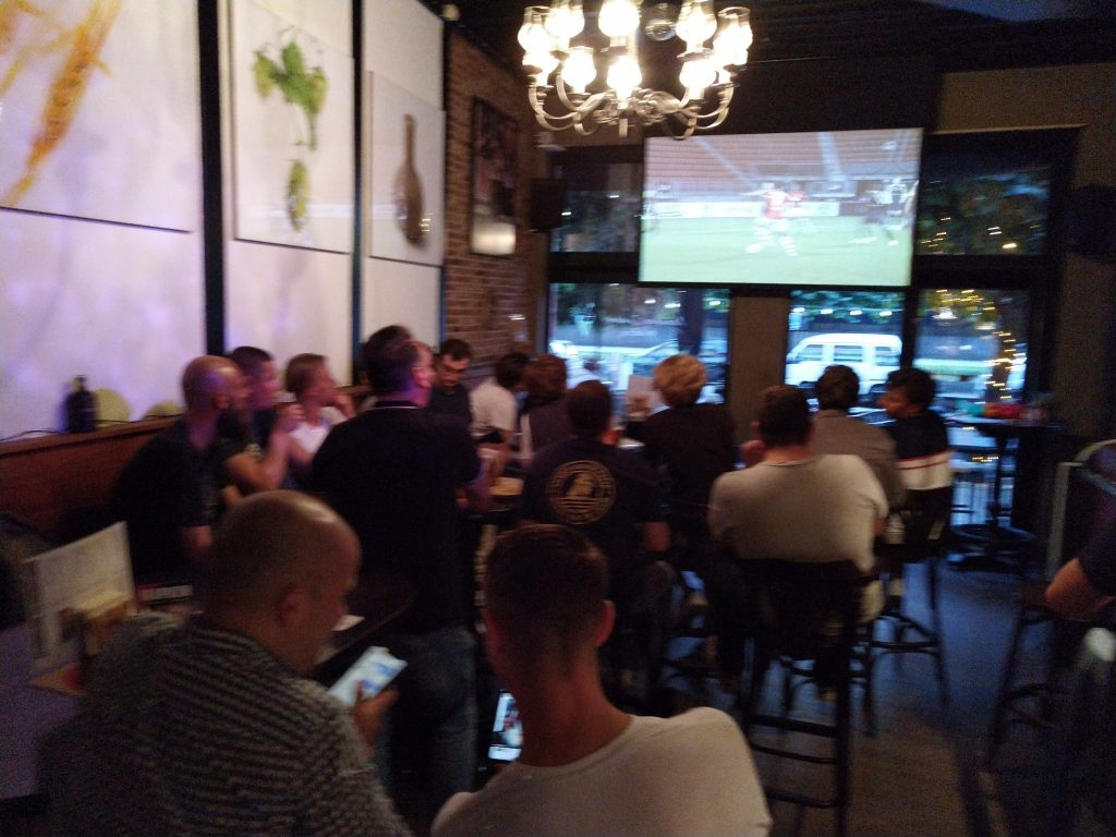 event voetbal live + new wave party